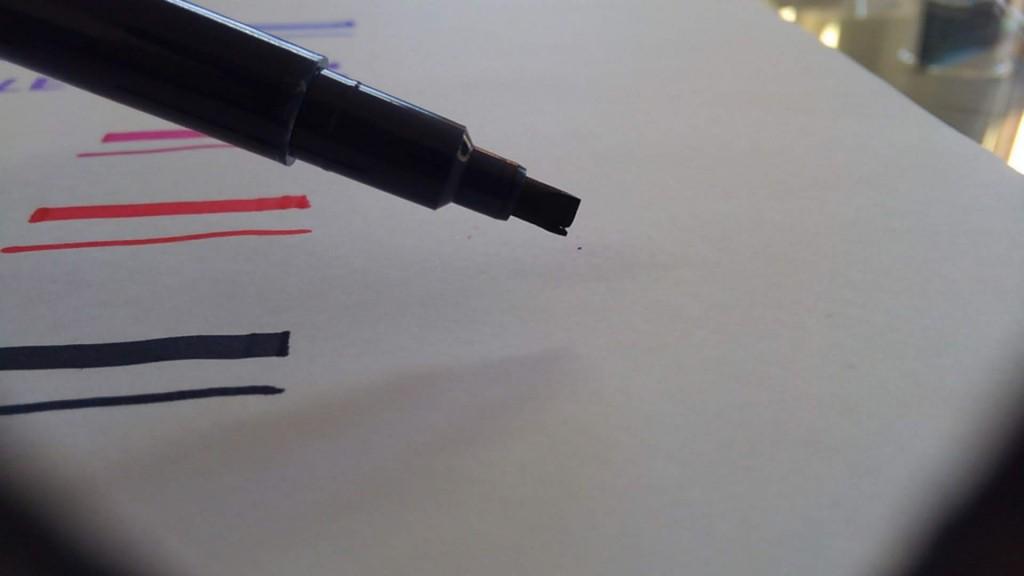 ダイソー カリグラフィーマーカー 先割れフラット芯
